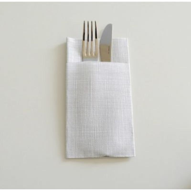 Textilhatású 1/8 hajtású evőeszköztartós szalvéta 40x32 cm Gama Hilo - krém