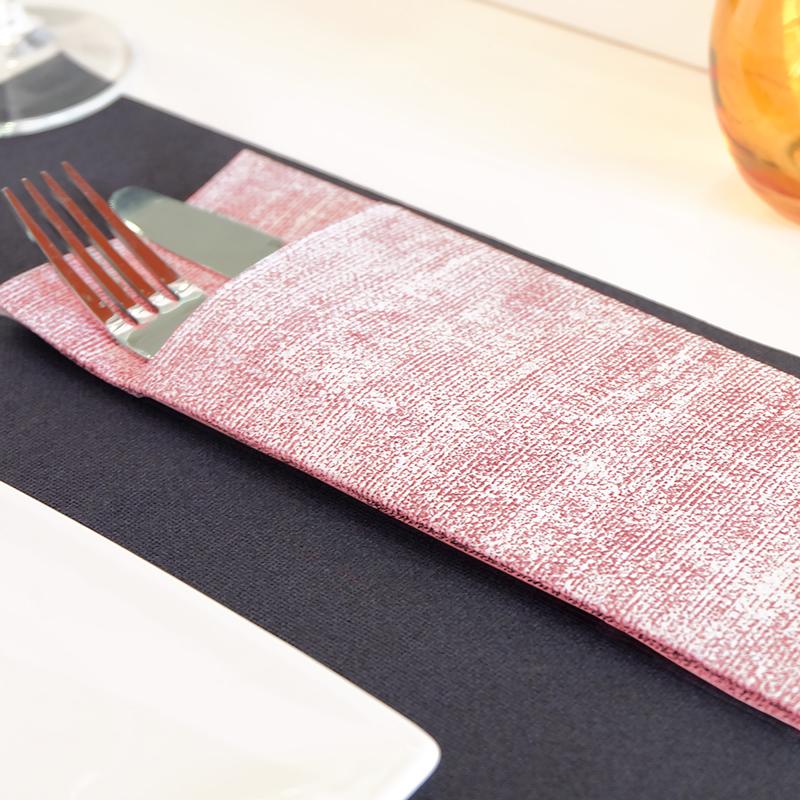 Textilhatású 1/8 hajtású evőeszköztartós szalvéta 40x32 cm Gama Szahara - bordó