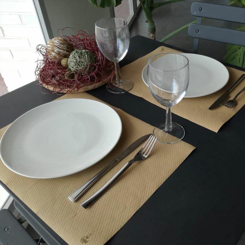 Újrahasznosított papírból készült tányéralátét 30 cm x 40 cm-es